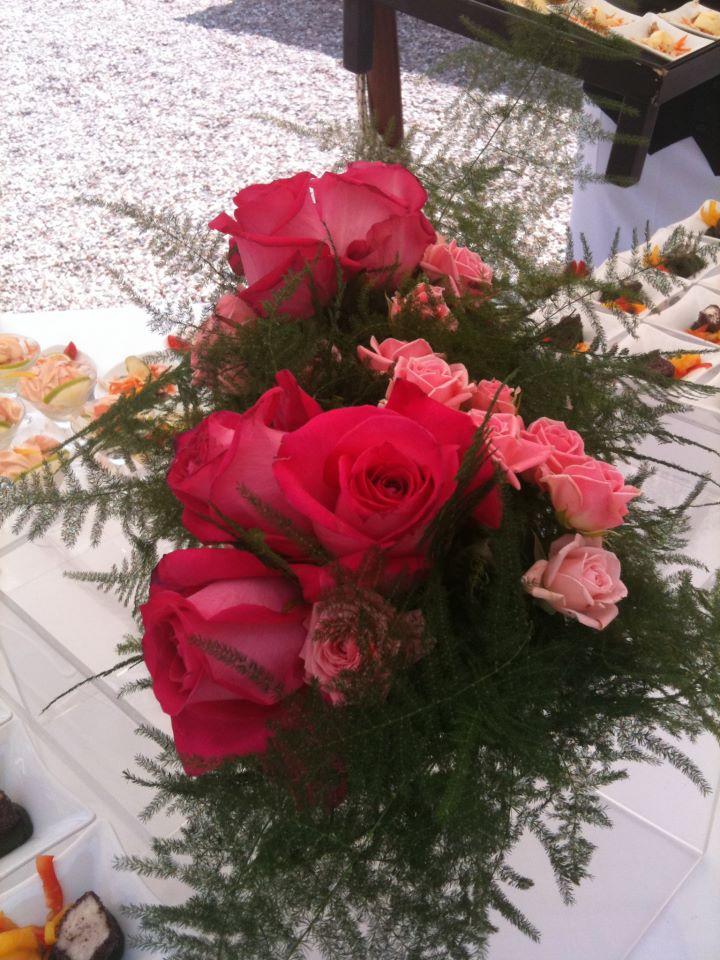 allestimento fiori - dettagli in rosso- centrotavola buffet