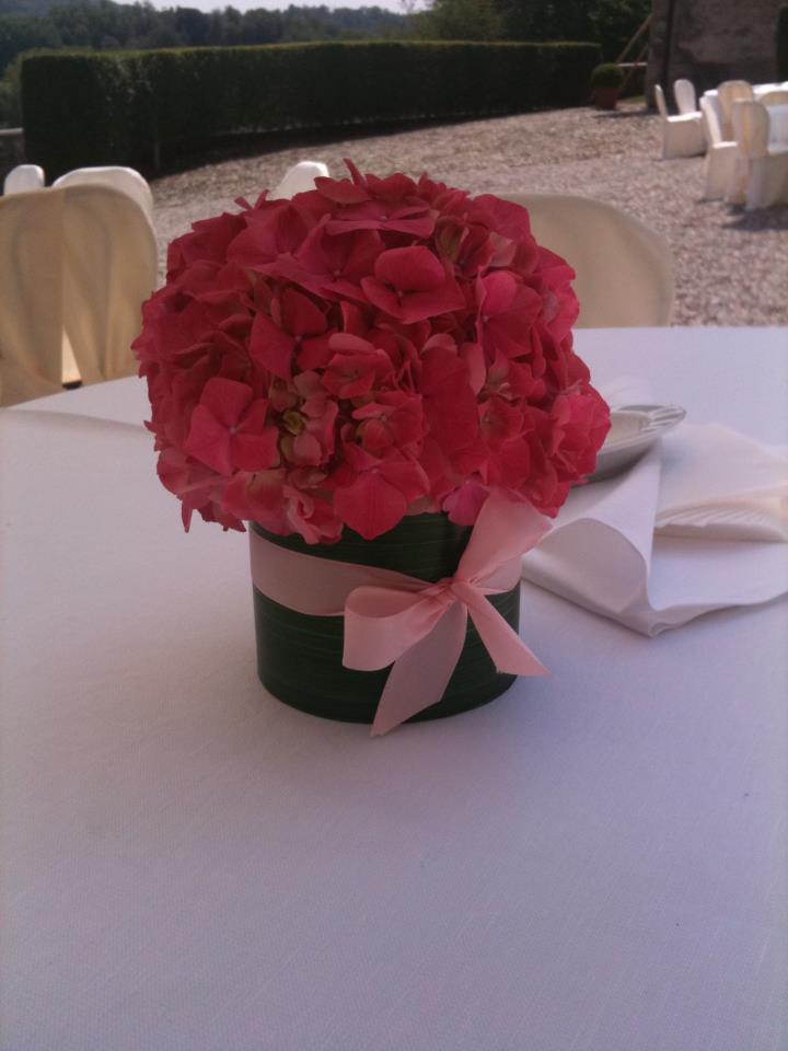 allestimento fiori - dettagli in rosso - centrotavola matrimonio