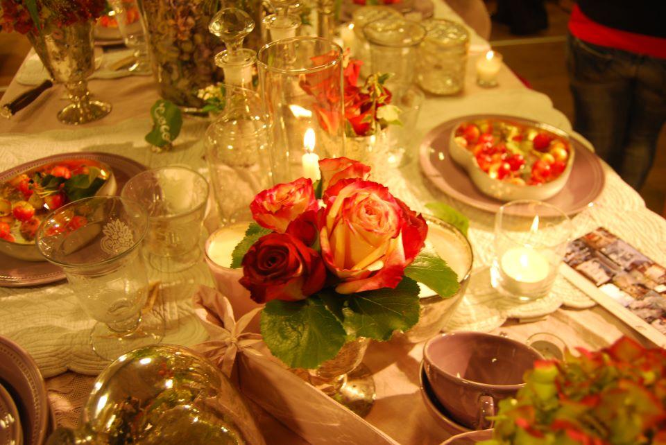 allestimento fiori --dettagli in rosso - dettaglio rosa rossa