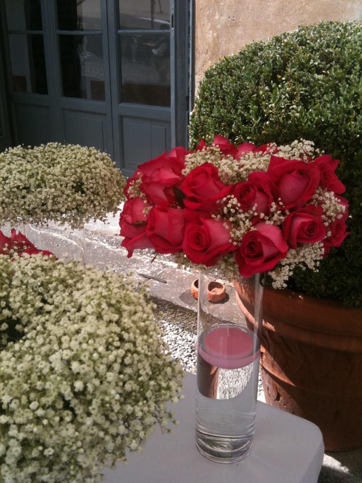 allestimento fiori - dettagli in rosso- esterni con rose
