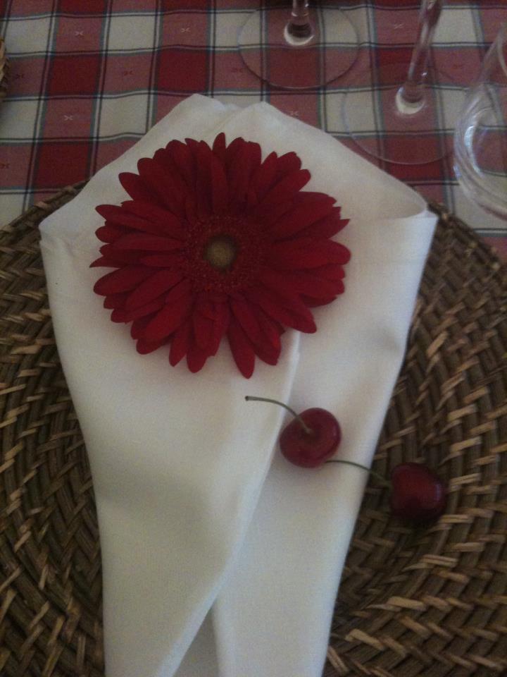 allestimento fiori - dettagli in rosso - segnaposto