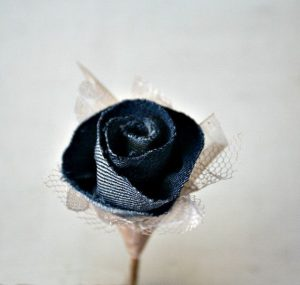 boutonierre matrimonio bluejeans_TheSunnyBee