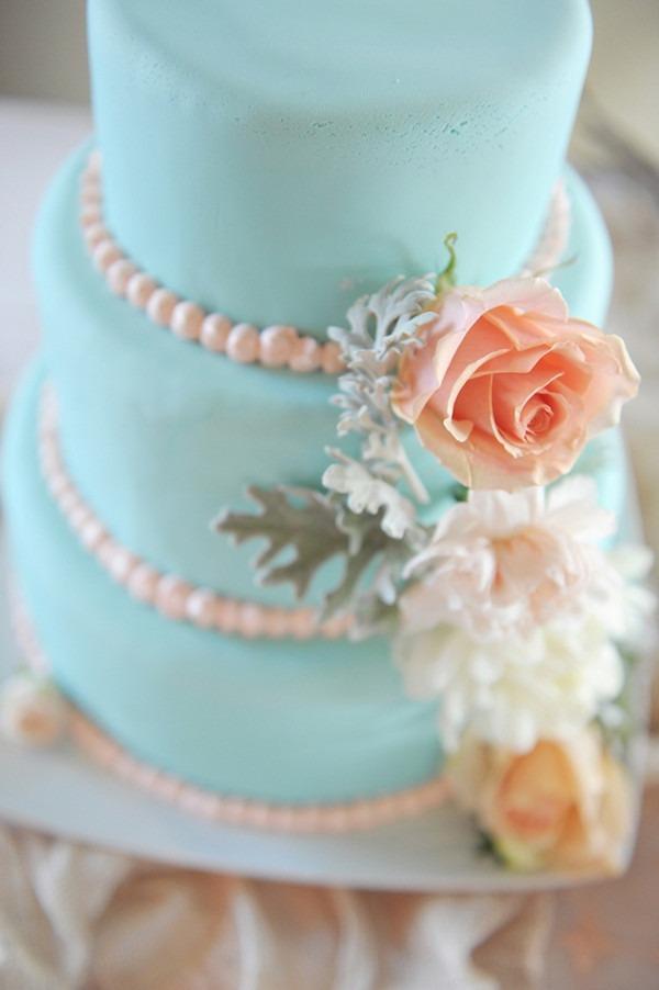 Torta color tiffany con rose e perline
