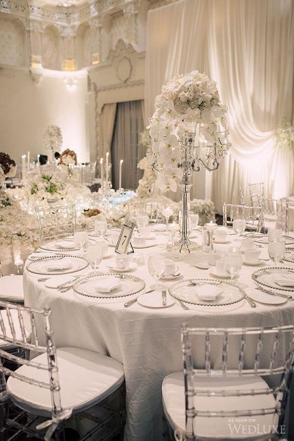tavolo di nozze total white in stile vittoriano