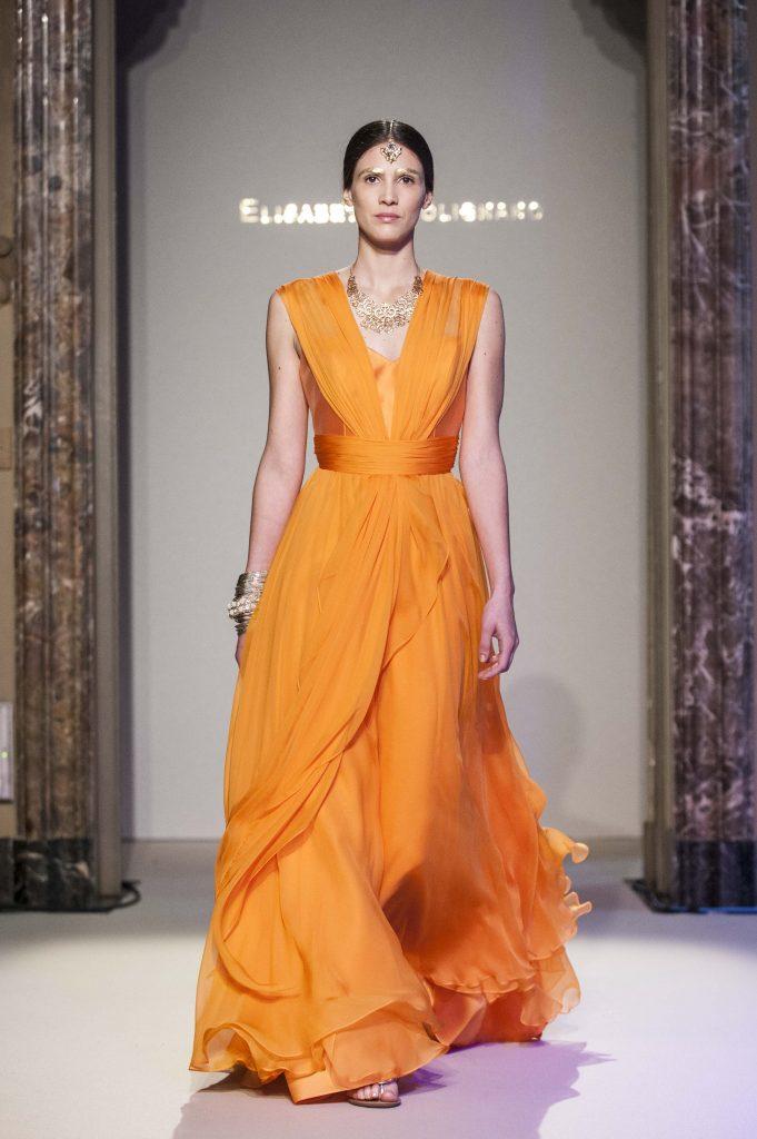 Elisabetta Polignano Collezione Sposa 2016 Abito arancione con corpetto dritto e fascia che rende lo scollo a v. gonna morbida e leggera - Copia