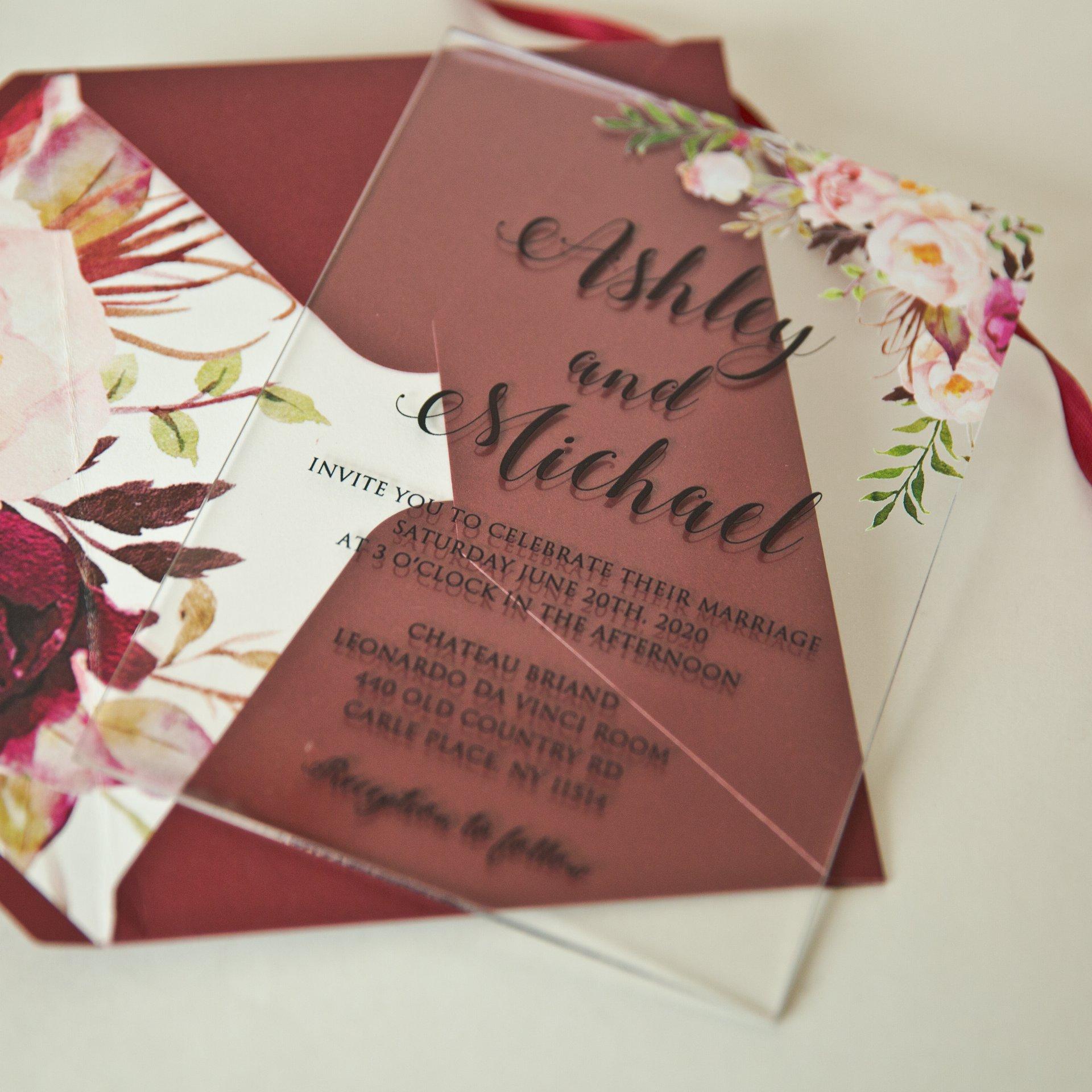 partecipazione matrimonio su plexiglass con design floreale di Antonella Amato wedding Planner