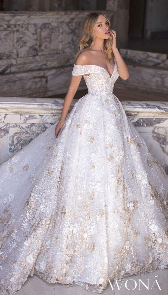 abito da sposa principessa con ricami in oro
