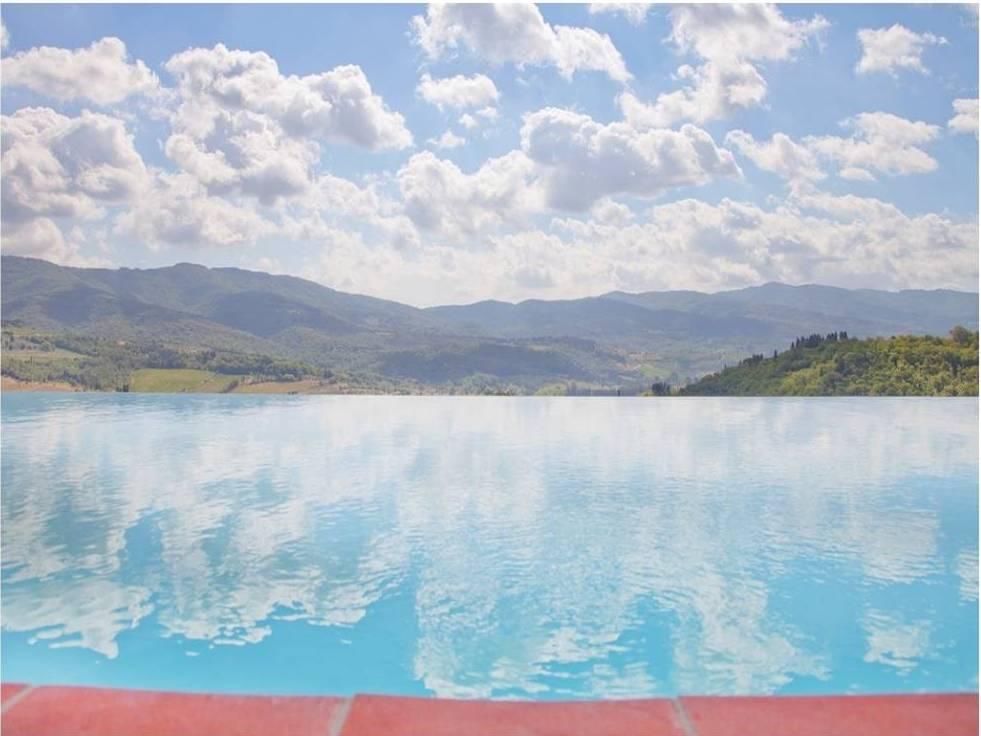 Castello Vicchiomaggio_la piscina panoramica