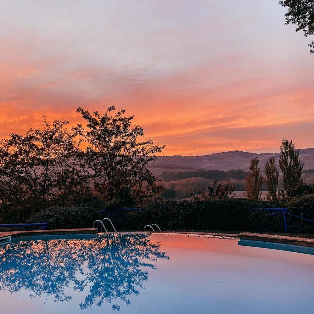 Il tramonto visto dalla piscina Panoramica