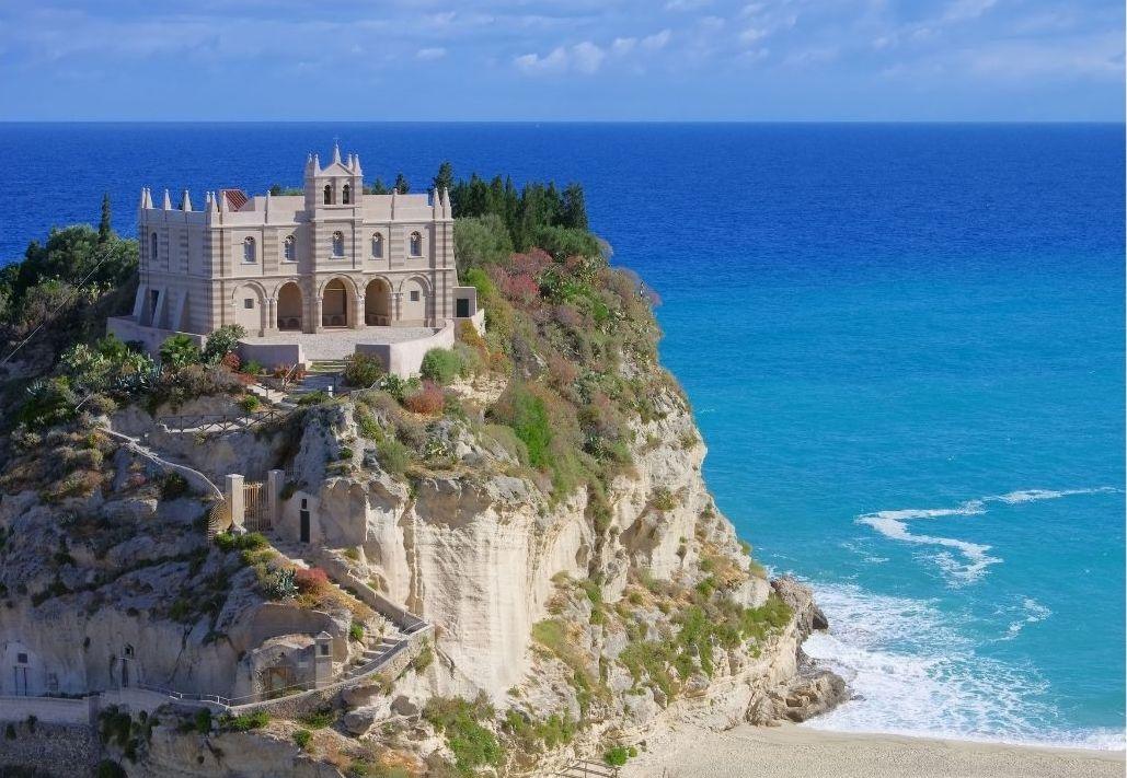 Luna di Miele in Calabria. Tropea - Santuario Santa Maria dell'Isola
