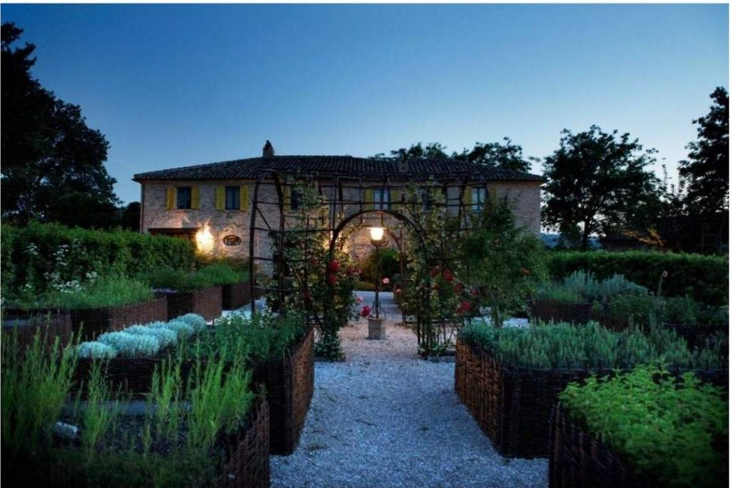 Wine Wedding: allestimento serale nell'orto botanico