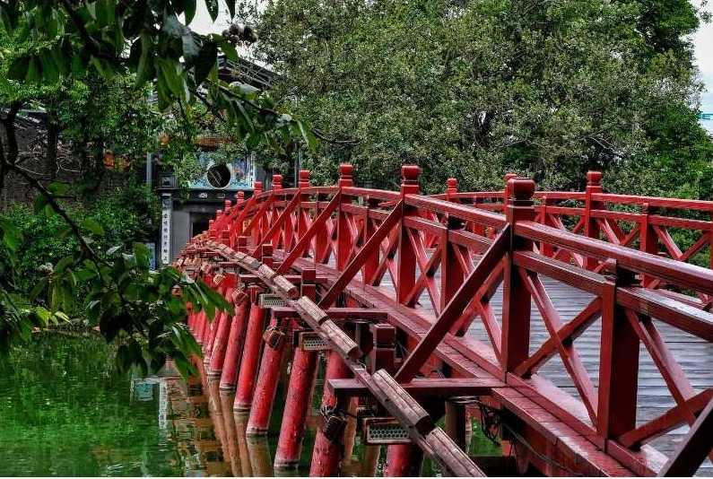 Il Ponte del Sole Nascente ad Hanoi