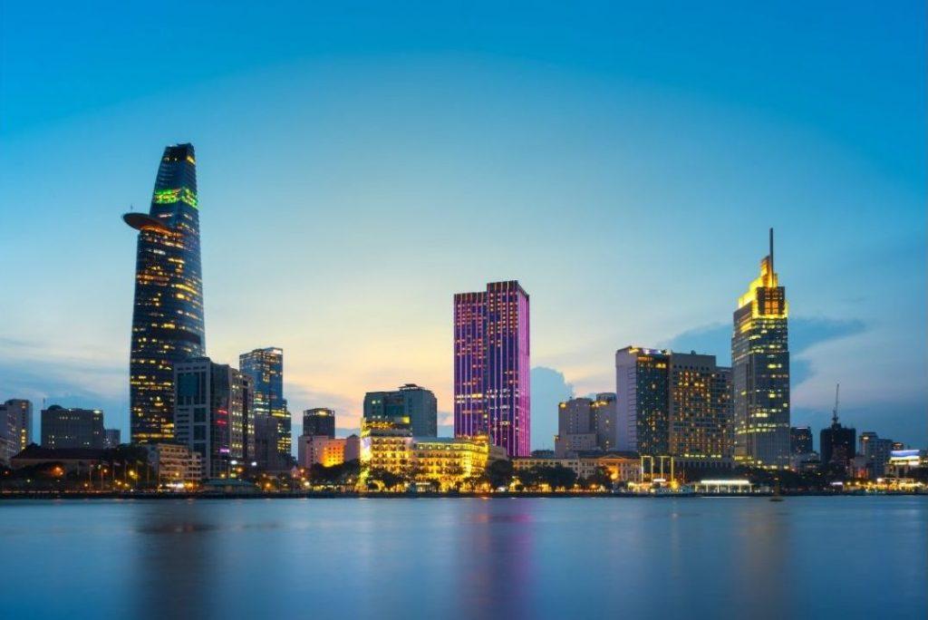 Saigon veduta notturna con la Bixteco Financial Tower
