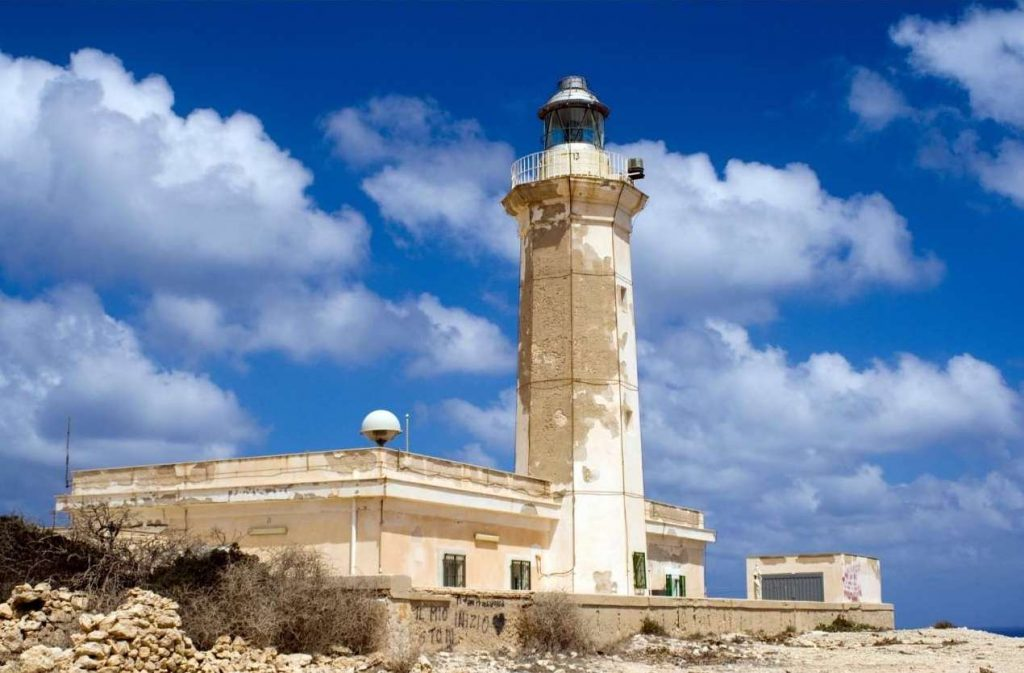 Viaggio di Nozze in Sicilia. Faro di Capo Grecale