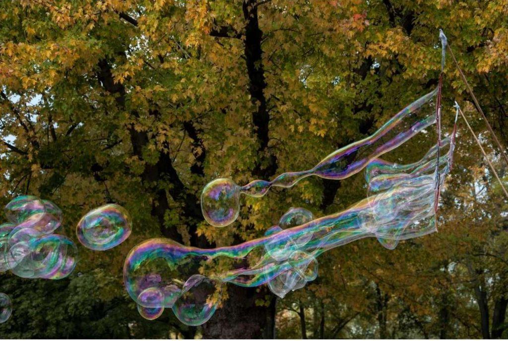 Bambini al matrimonio. la magia delle bolle di sapone